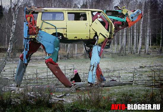 Корова из кузова автомобиля
