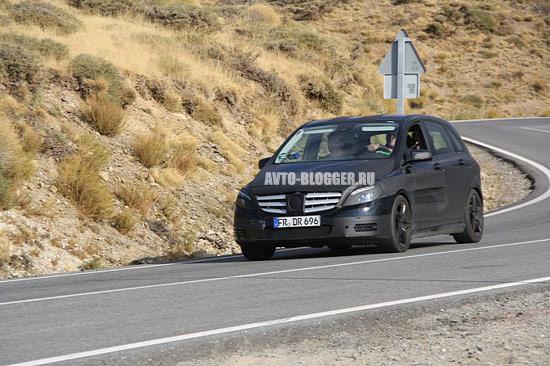 Новый Mercedes Benz B-class на скорости