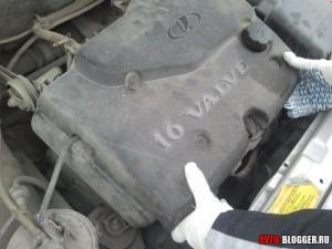 Пластиковая крышка с надписью 16 valve (16 клапанов)