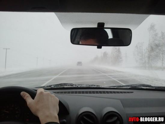 Метель на дороге