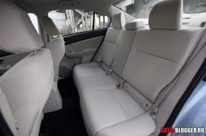 Subaru Impreza салон, фото 3
