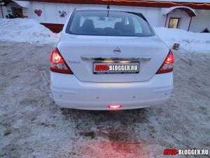 Nissan Tiida, задняя часть, вечер