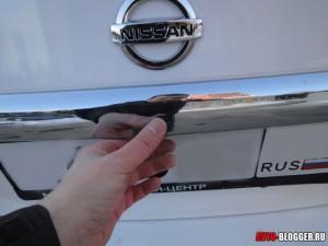 Nissan Tiida, кнопка на багажнике