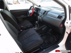 Nissan Tiida, передние сиденья