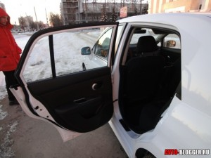 Nissan Tiida, салон, фото 4