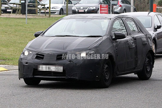 Toyota Auris 2013 шпионские фото