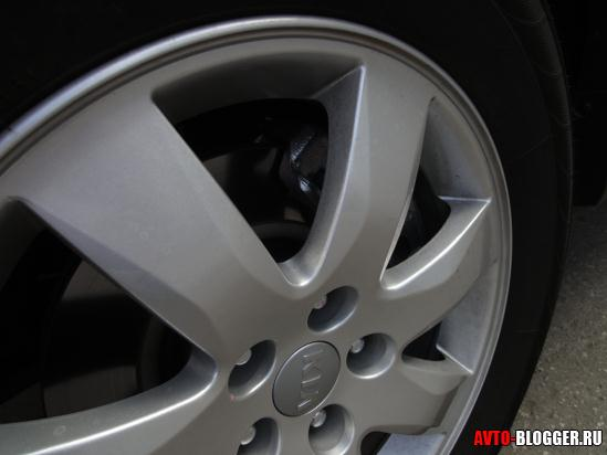 видны дисковые тормоза