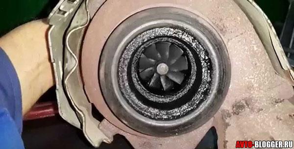 турбина гонит масло
