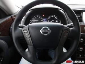 Nissan Patrol, руль