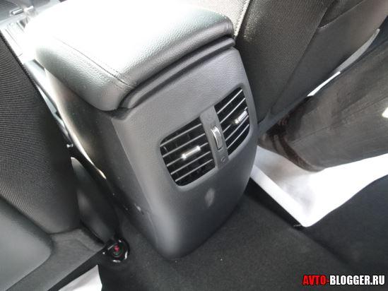 Воздуховоды к задним пассажирам