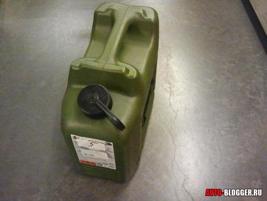 Канистра для бензина пластиковая