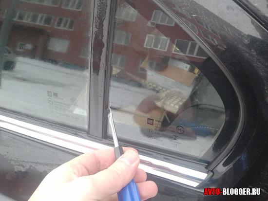 Пытаемся вытащить малое стекло