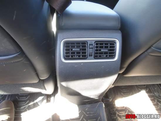 воздуховоды к задним сидениям