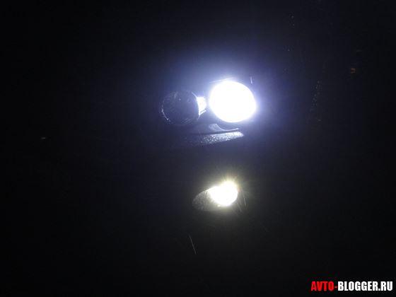 Ночью габарит и противотуманка внизу