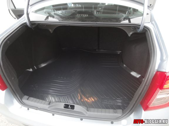 Объем багажника 530 л