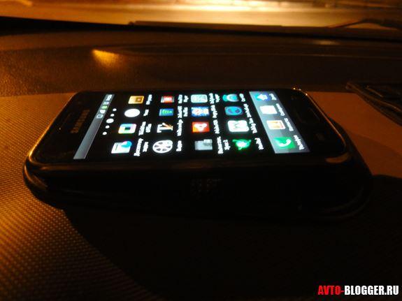 телефон под лобовым стеклом