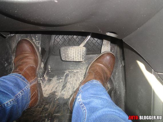 нога на газу