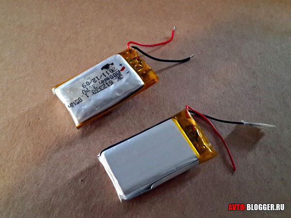 Два аккумулятора - старый и новый