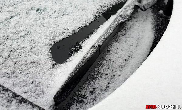 Тает снег на лобовом стекле
